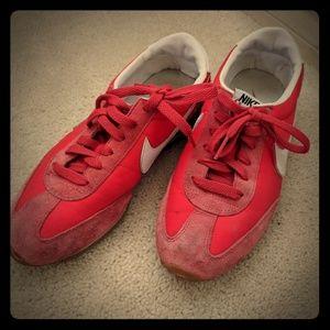 Vintage red nike sneaker 7.5